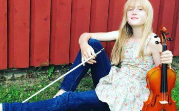 Den 11-åriga violinisten från Estland, Estella Elisheva trollbinder världen med klassiska musikstycken
