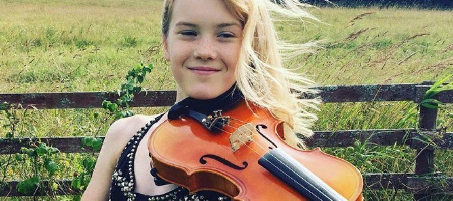 Den unga violinisten Estella Elisheva visar teatern i Estland sin erkänsla