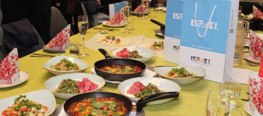 BILDGALLERI! I TET skolan ordnade Israels ambassad Israels nationalkök med workshop med kocken Yuval Ben-Neriah från Tel Aviv