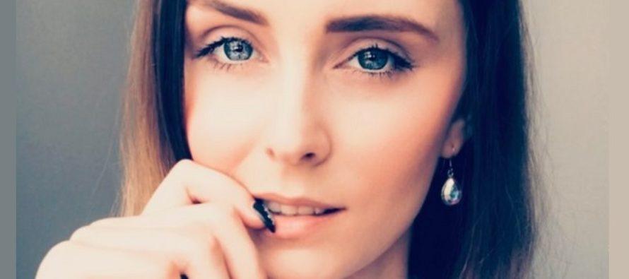 SKÖNHETS-och MODEbloggare Mariliis Anger avslöjade vad hon har i sin sminkväska och hemligheten med make-up som varar länge!