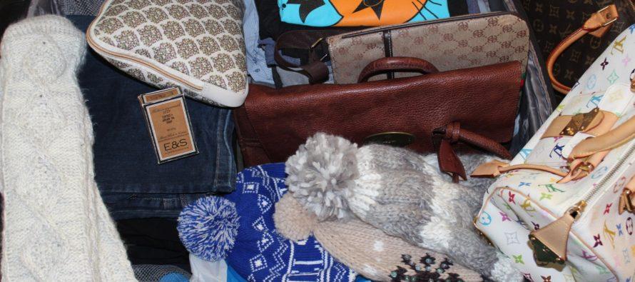 Helena-Reet: Jag packar saker för en bilresa i Finland … genast kommer det fram hur mycket saker som ryms i en liten bil
