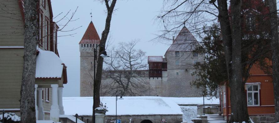 BILDER från Saaremaa ö i Estland! Kuressaare (historiska byggnader i stadens centrum, gator i gamla stan, …) 24 dec 2018